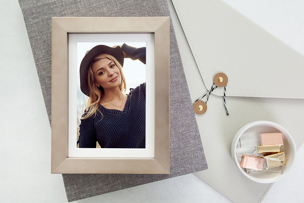 DIGITAL IMAGES - We know you want the digitals to share with friends and family! That's why you get the retouched digital file with every purchased print.