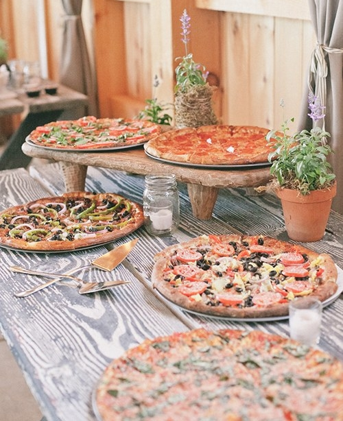 blogs-aisle-say-creative-rehearsal-dinner-ideas-pizza-party.jpg