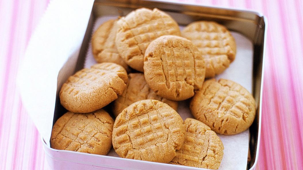 peanut-butter-cookies-a100600_horiz.jpg