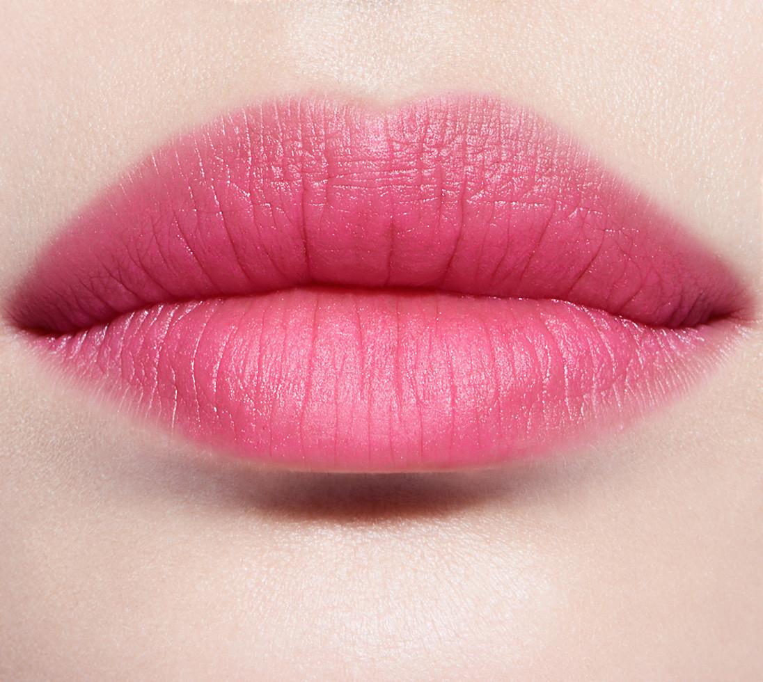 dior-addict-lip-glow-colour-reviver-lipbalm-3.5g-102---matte-raspberry-lip-swatch-2.jpg