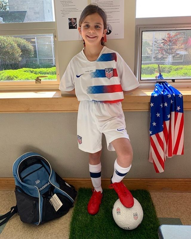 The cutest ❤️ Thanks for picking me Addie! 🇺🇸#waxmuseum #uswnt