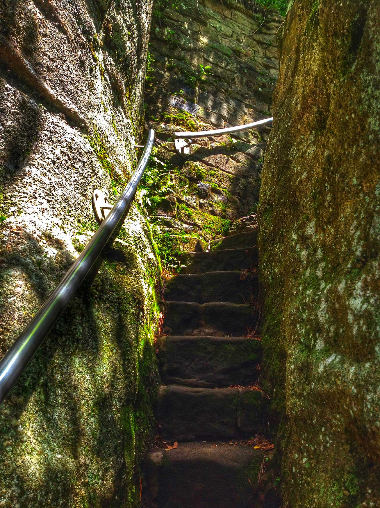 Stairs at Rimrock Overlook leading you up through the large boulders.