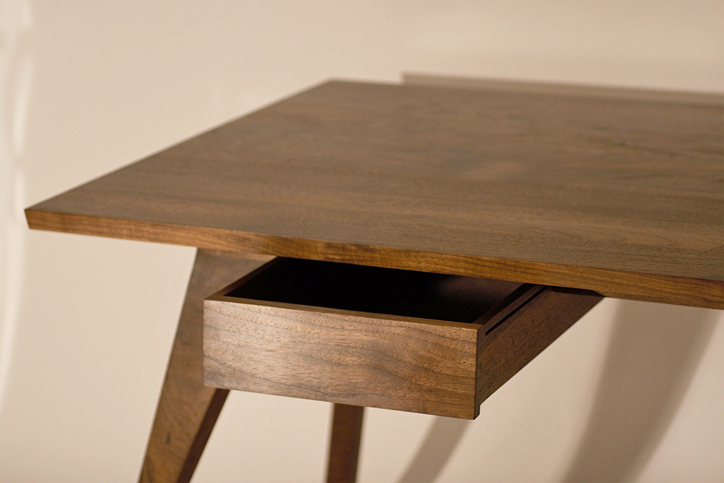 Heliconia_Furniture_Foal_Desk_finished3.jpg