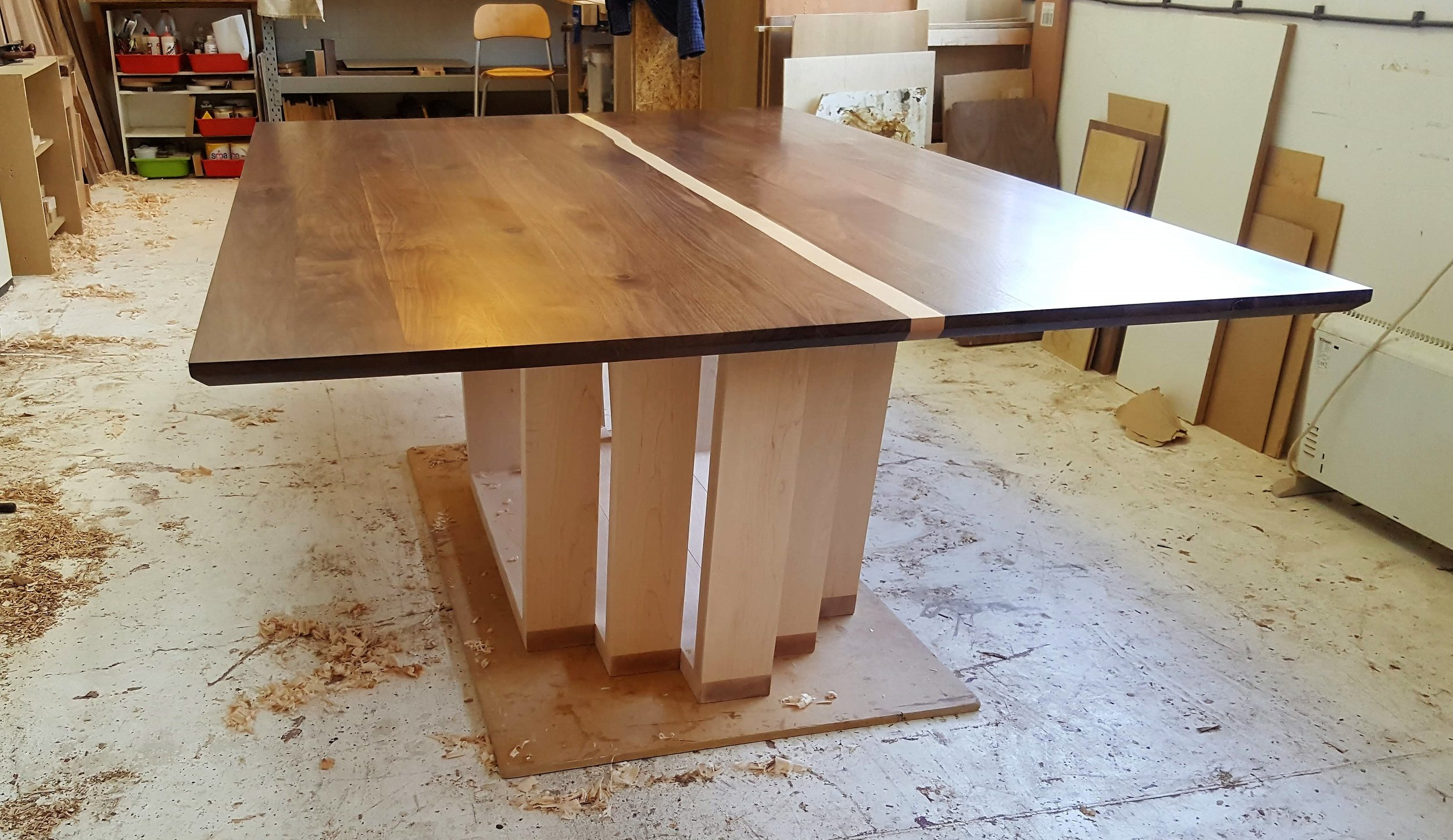 Heliconia_Furniturte_WalnutMaple_DiningTable_Assembly (3).jpg