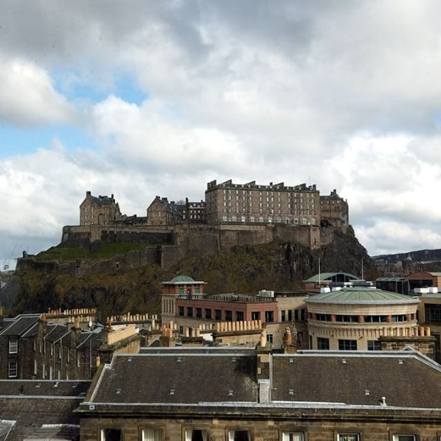 Great day in Edinburgh closing out a project I have been working on since June 2018, some serious views (time lapse taken from the office window) and incredible art.  #edinburgh #edinburghcastle #art #construction #storeyproject #timelapse #design  @storeyproject  Www.storeyproject.com