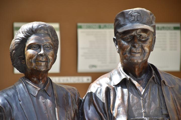 Harvey and Bernice Jones Statue, Center for Nonprofits at St. Mary's, rogers, arkansas, springdale, fayetteville, nwark, northwest arkansas, CFN