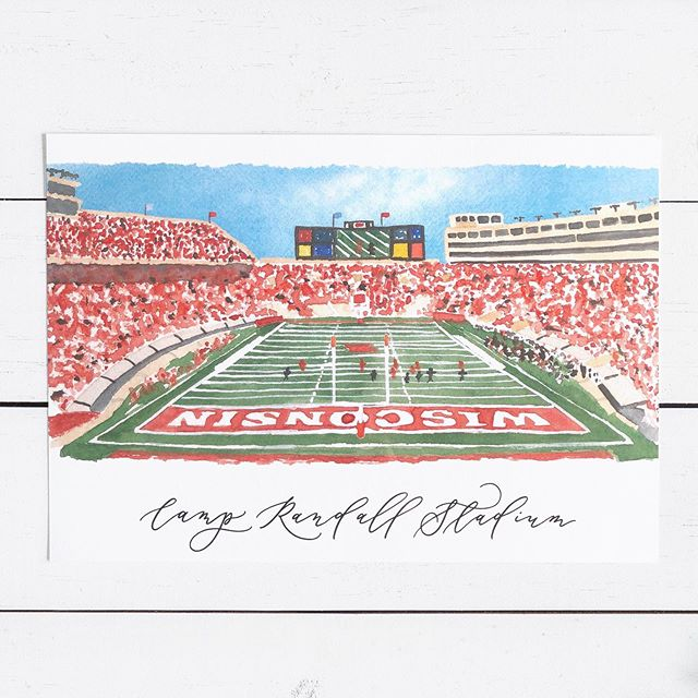 Raise your hand if you're ready for cooler weather and, most importantly, football season!! 🙋🏻‍♀️ Fun fact: I LOVE football! I look forward to the start of the season every year. Most Saturdays and Sundays from September to February you can find me either at a game or watching one on TV 🏈 I painted this @uwbadgers stadium last year for @frischchad and he loved it! Happy to paint your favorite stadium, too! Just send me a DM or an email 💙