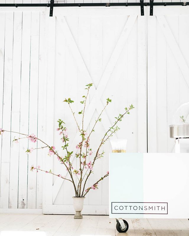 Happy Spring 🌸 • photo: @_courtneemurphy  styling: @lauracadenhead_events  florals: @rootandbloom