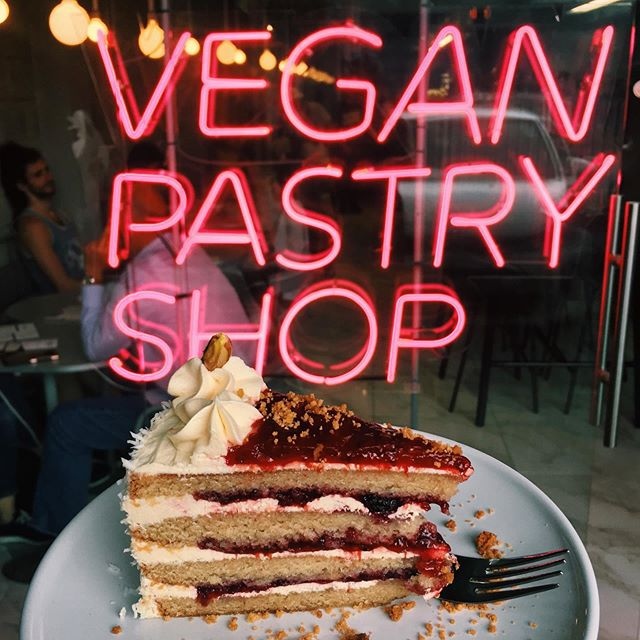 New vegan pastry shop in San José? I'm there😍 Review linked in bio💕 @giathepastryshop #veganfoodshare