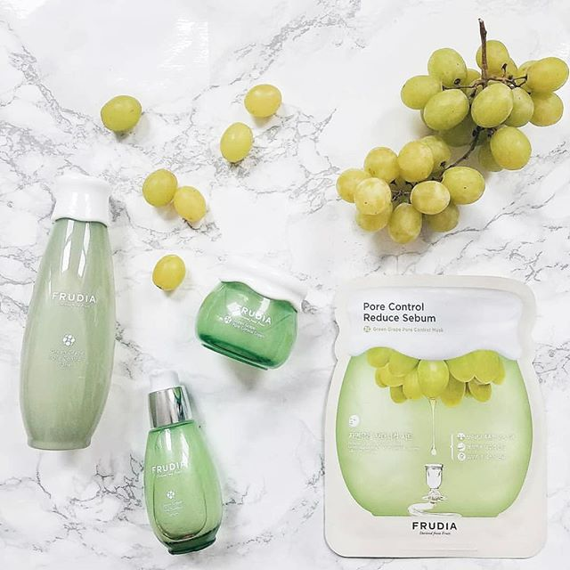Your pore control regimen with Frudia green grape line 💚💛 . . . . #rg @mycutebow 😛💋 #frudiaUSA #faceforward #fruit #fruitforward #beautyblogger #instapic #instabeauty #beauty #beautiful #ny #nyc #instagood #instalove #instadaily #instalike #skincare #skin #blog #kbeauty #korea #pore #moisturizer #beautyaddict