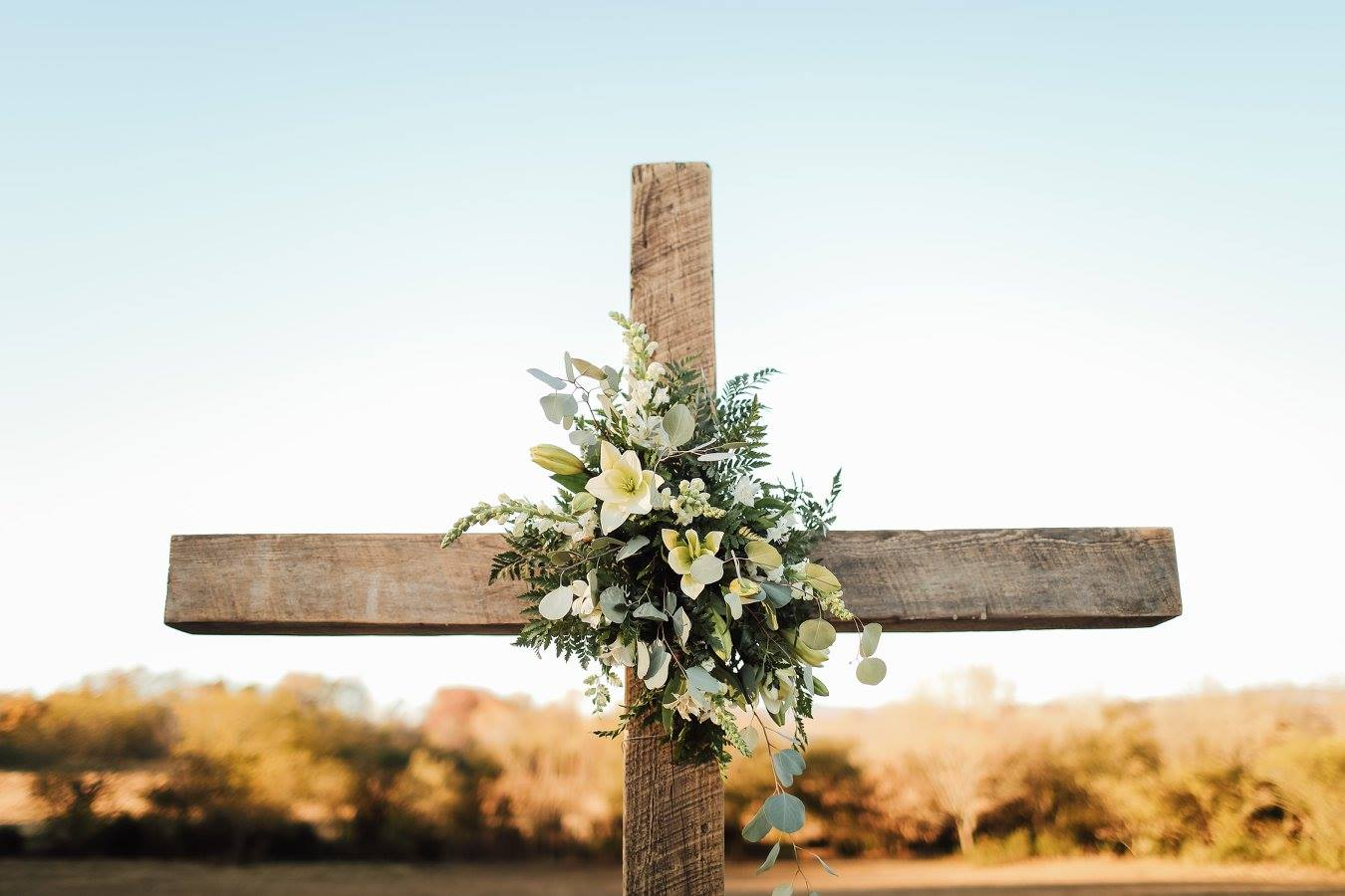 Photo by  Raluca Rodila Photography  | Flowers by  All Occasion Flowers  | Rental Camden Gray Weddings