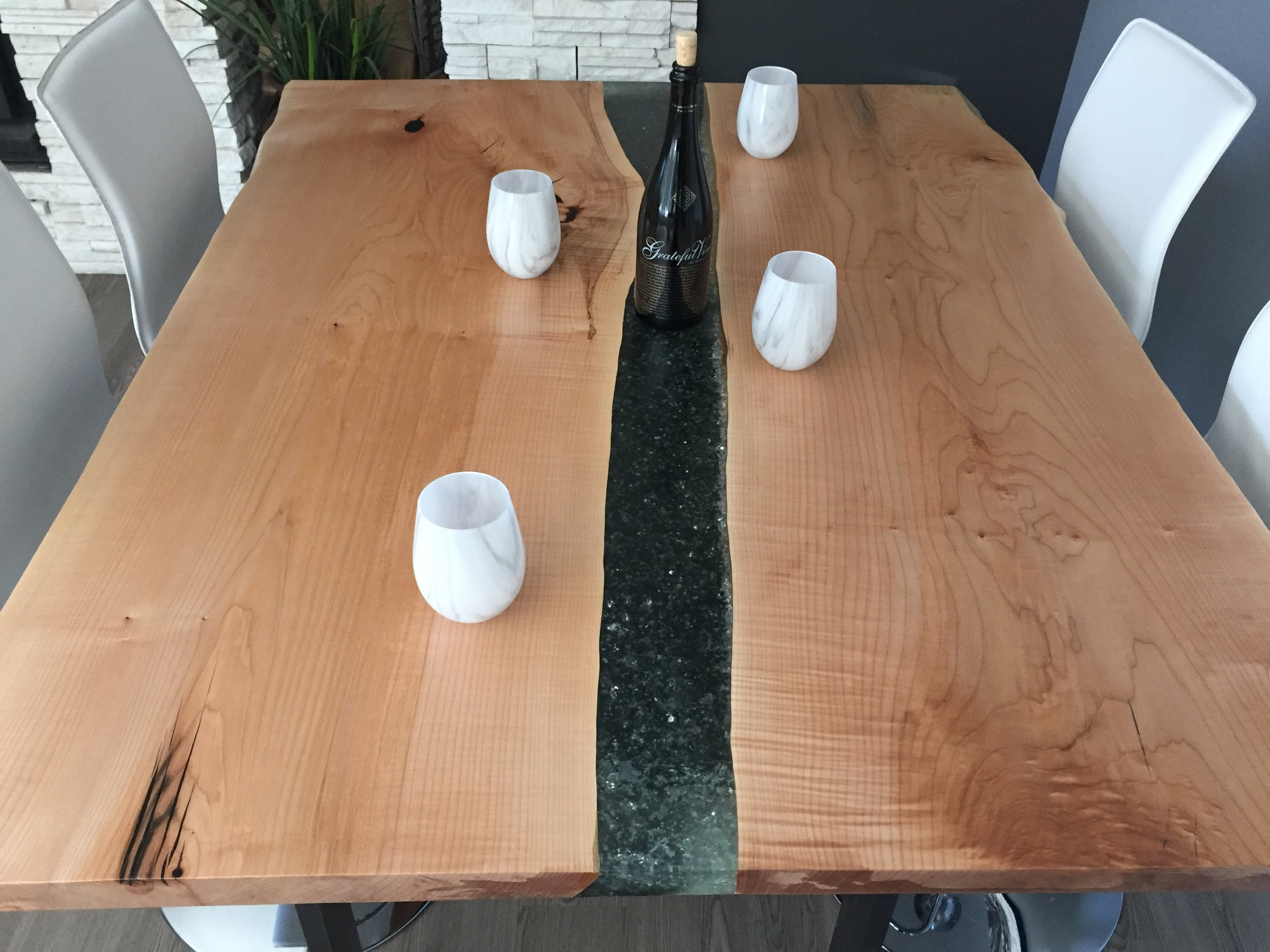 Maple glass river dining 1.JPG