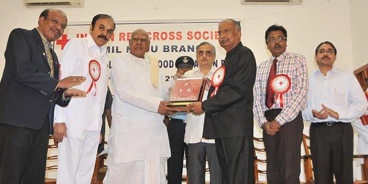 Hon TN Governer awarding for collecting & donating the highest no of Blood Units on 1st oct 2013.jpg