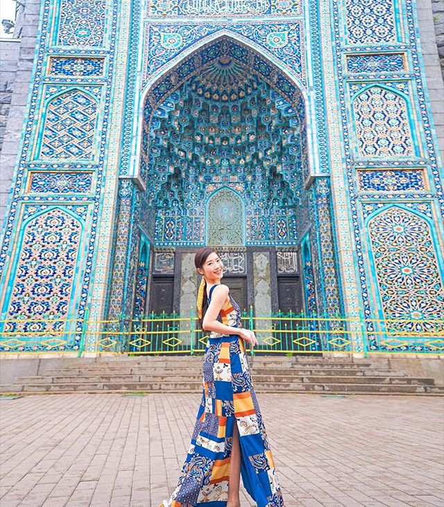 Trying my best to camouflage, and just how gorgeous is this mosque? 💙💠💎 #dohyxrussia🇷🇺 #dohyindm