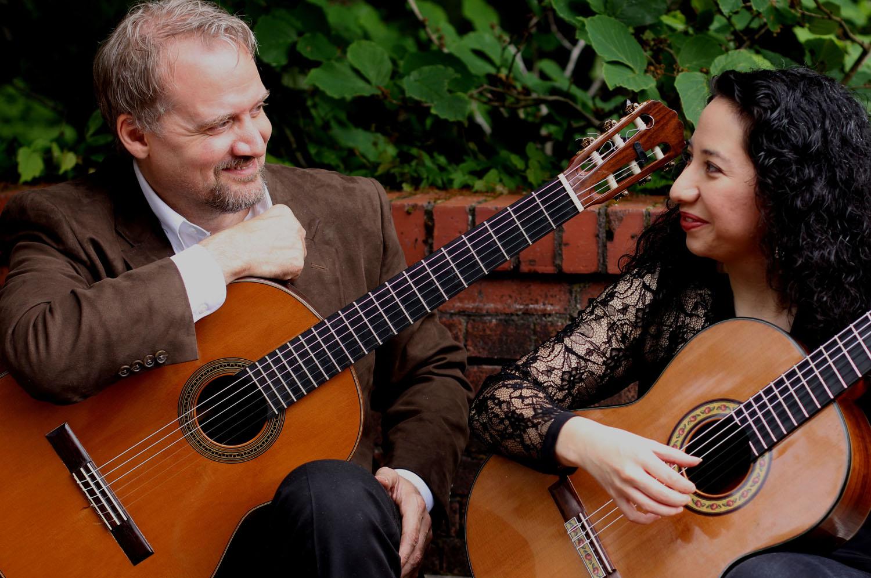 duo_tenebroso_classical_guitar_smiling.jpg