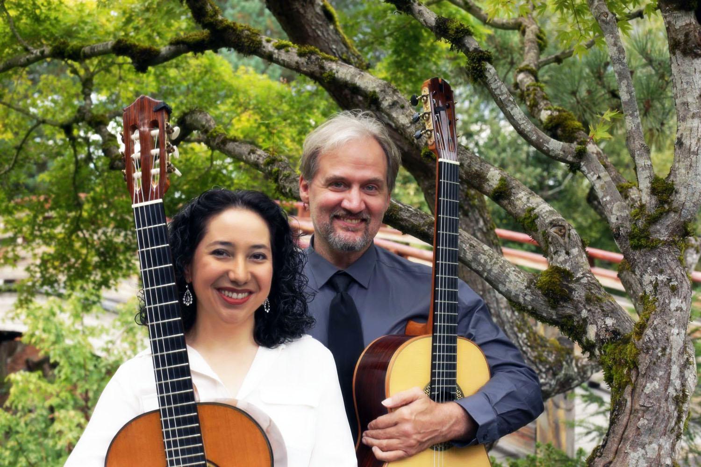 duo_tenebroso_classical_guitar_front_smiling.jpg