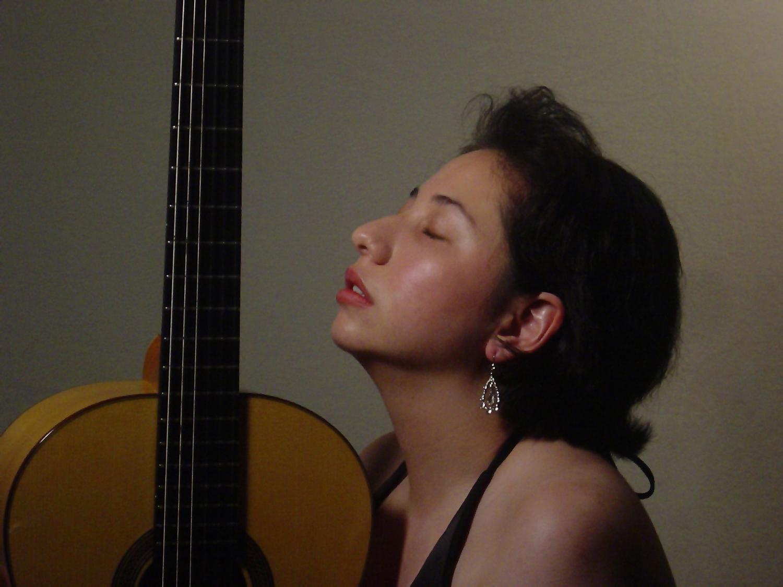 duo_tenebroso_kristen_waligora_classical_guitar_profile_young.jpg