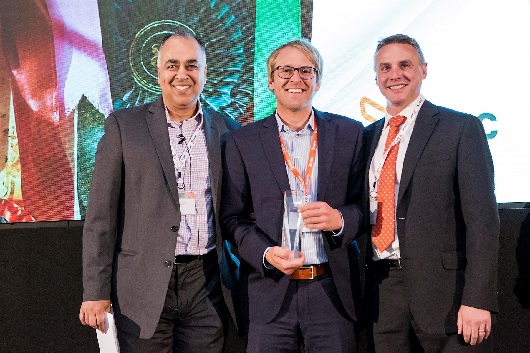 von links nach rechts: Sanjay Gupta (BMC Software), Thomas Fetsch (VIPCON),Ollie Norman (BMC Software)