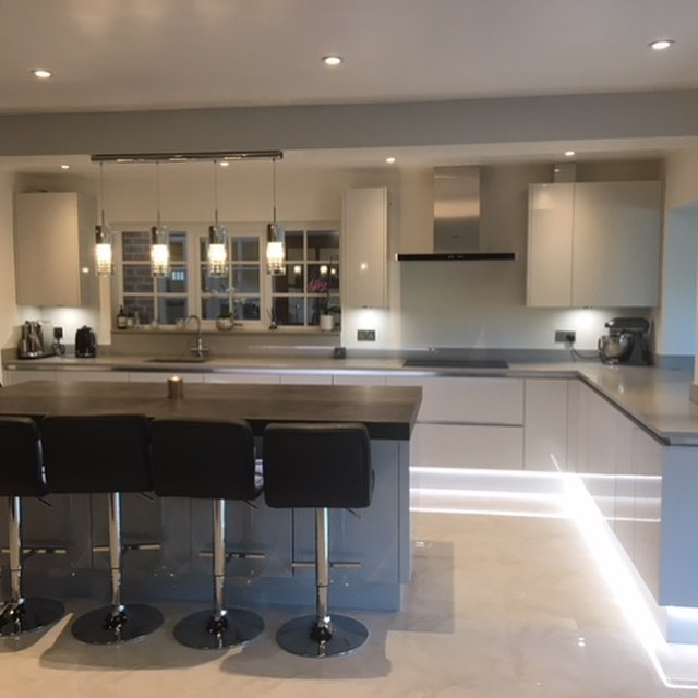 A recently completed kitchen installation, with new window, new floor tiles and electric under floor heating throughout, thanks @mvelectricalengineers @l.gtiling @jamesdodsonplastering