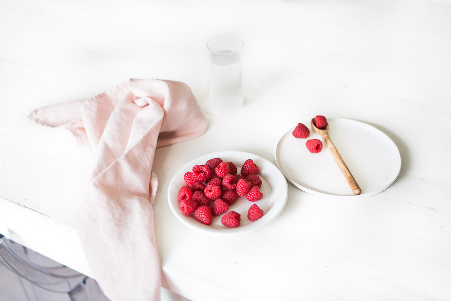 Raspberries and ceramics by Nellaino