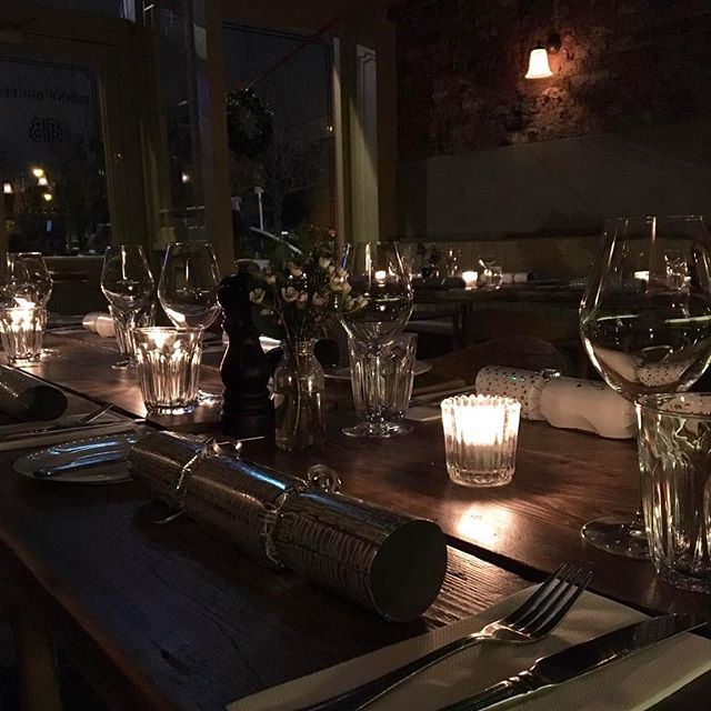 DÎNER DE NOËL . . Ready for tonight's guests who will be joining us for their Christmas soirées! #christmasmenu #christmasparty #bonnebouffelondon #eastdulwich #december #christmas