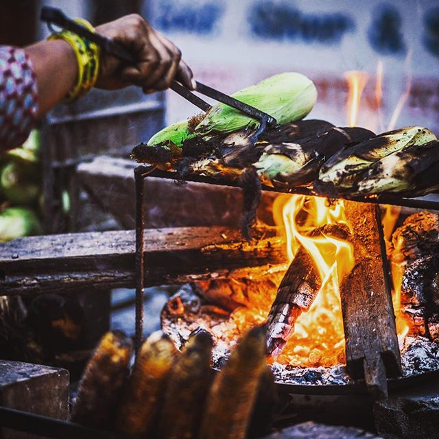 Roasting corn on the streets of Kathmandu #food #streetfood #flavoursofnepal #roast #flavoursofnepal