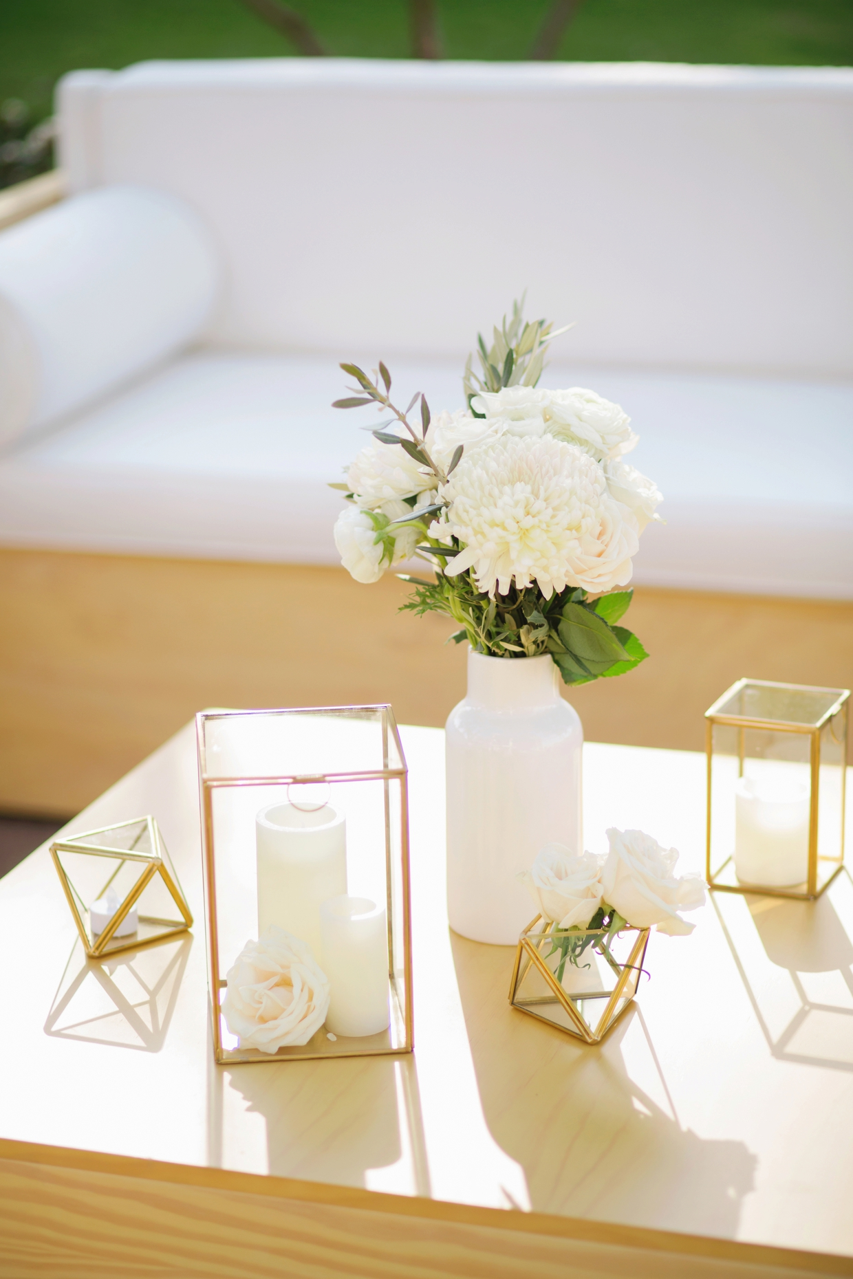 Bride-and-groom-store-lounge-hire-18
