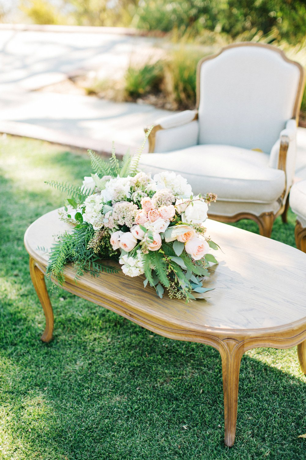 Elegant signing table with linen armchairs and flowers by Natural Art Flowers