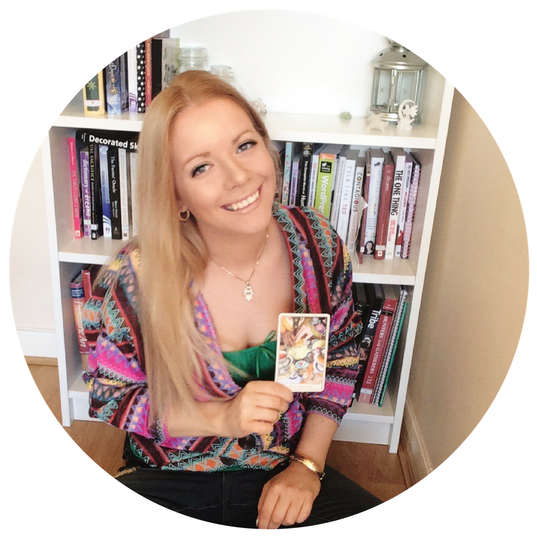 Lisa Boswell - Gypsy fortune teller for Tarot, crystal ball reading, dreams and lenormand fortune telling and predictive meanings..png