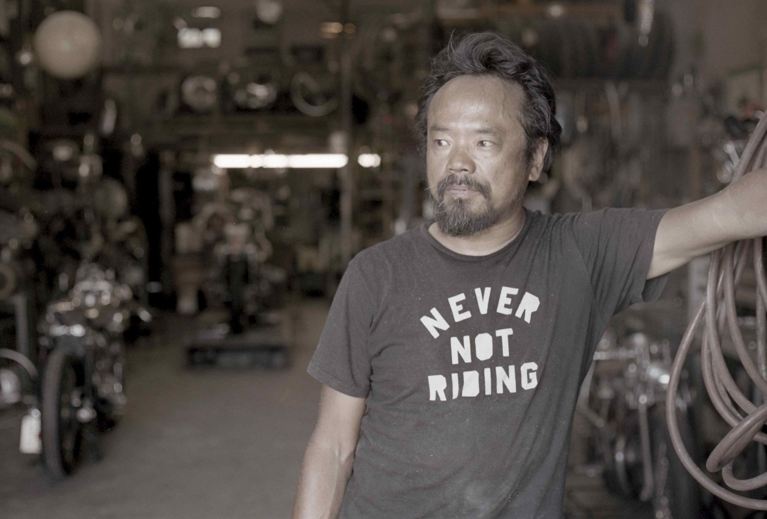 8 - Shinya Kimura %22Never Not Riding%22 in front of his workshop_resultat.jpg