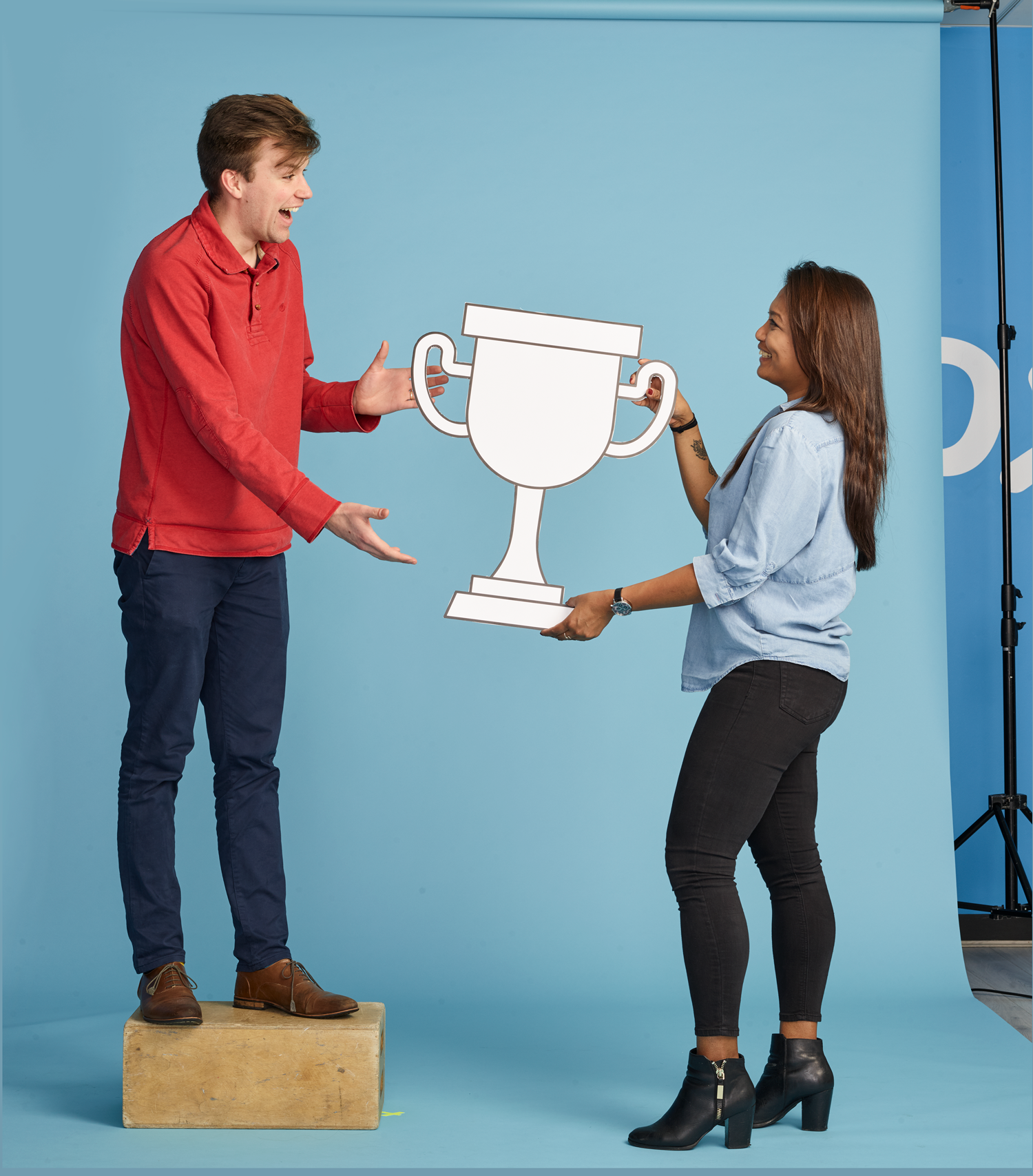 Amy-giving-trophy-to-Tim_raw.png