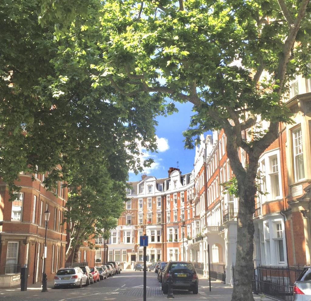 Chelsea embankment mansion blocks.jpg