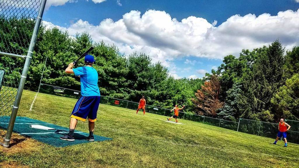 Ben Stant (W2B) stands in against Dan Potter (Yaks) during a pool play game on the gorgeous Sheff Field. (Photo credit: Adam Milsted/Way Too Beautiful)