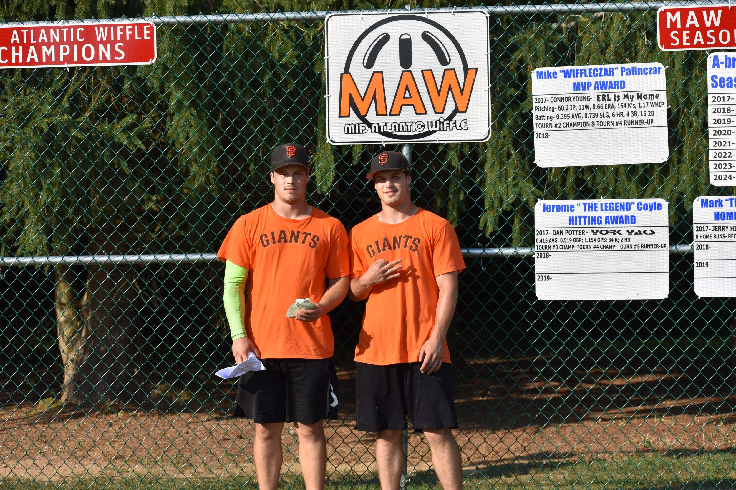 The Giants (Ryan & Tim McElrath) went a perfect 6-0 at  Wiffle Bash  to win the tournament title.