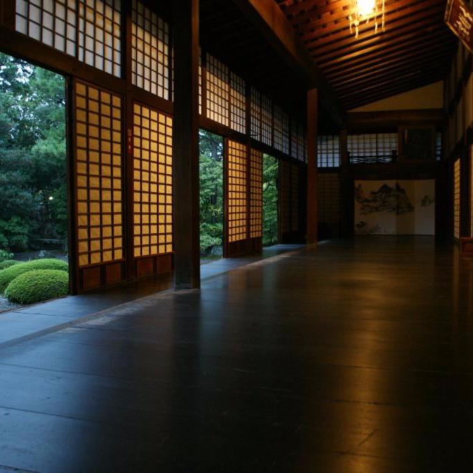 Näkymä temppelin puutarhaan.