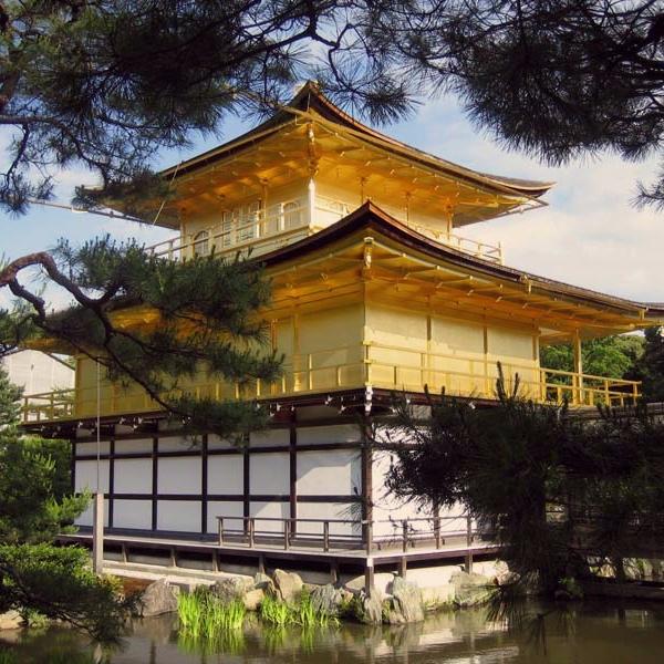 Kultaisen paviljongin temppeli.