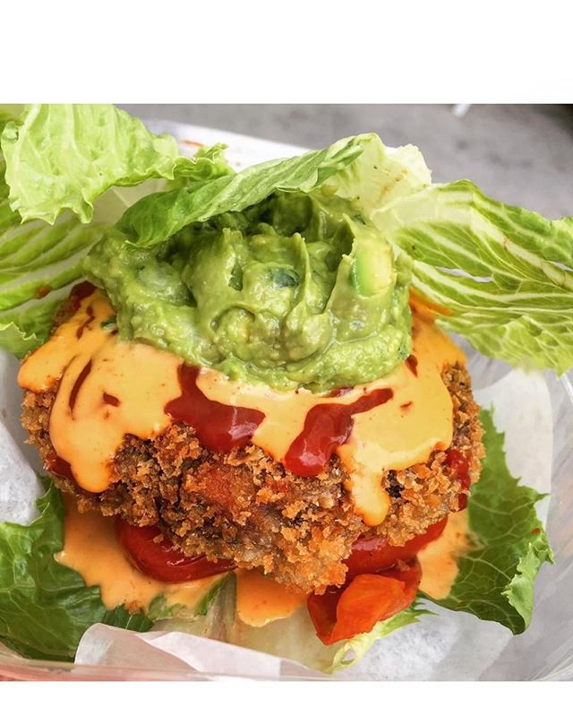 Wrap your burger in lettuce, we don't mind! @andrewgruel #butterleaf