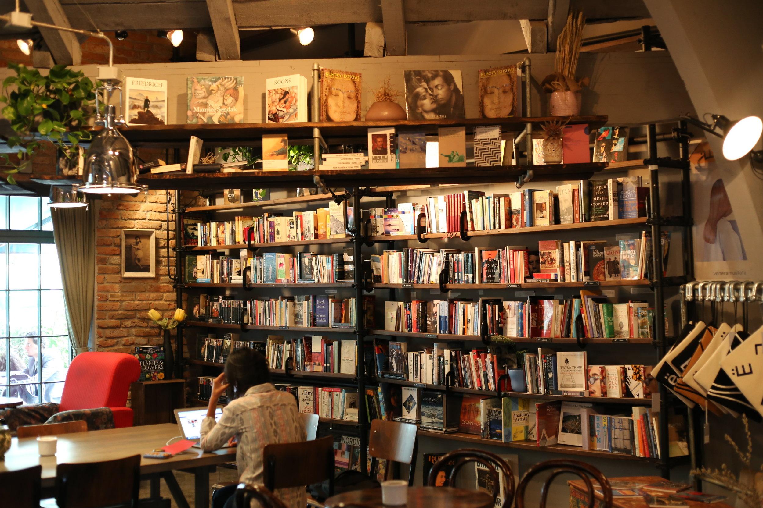 Das Café Soma in Prishtina, Kosovo. (Foto: Tanya König)