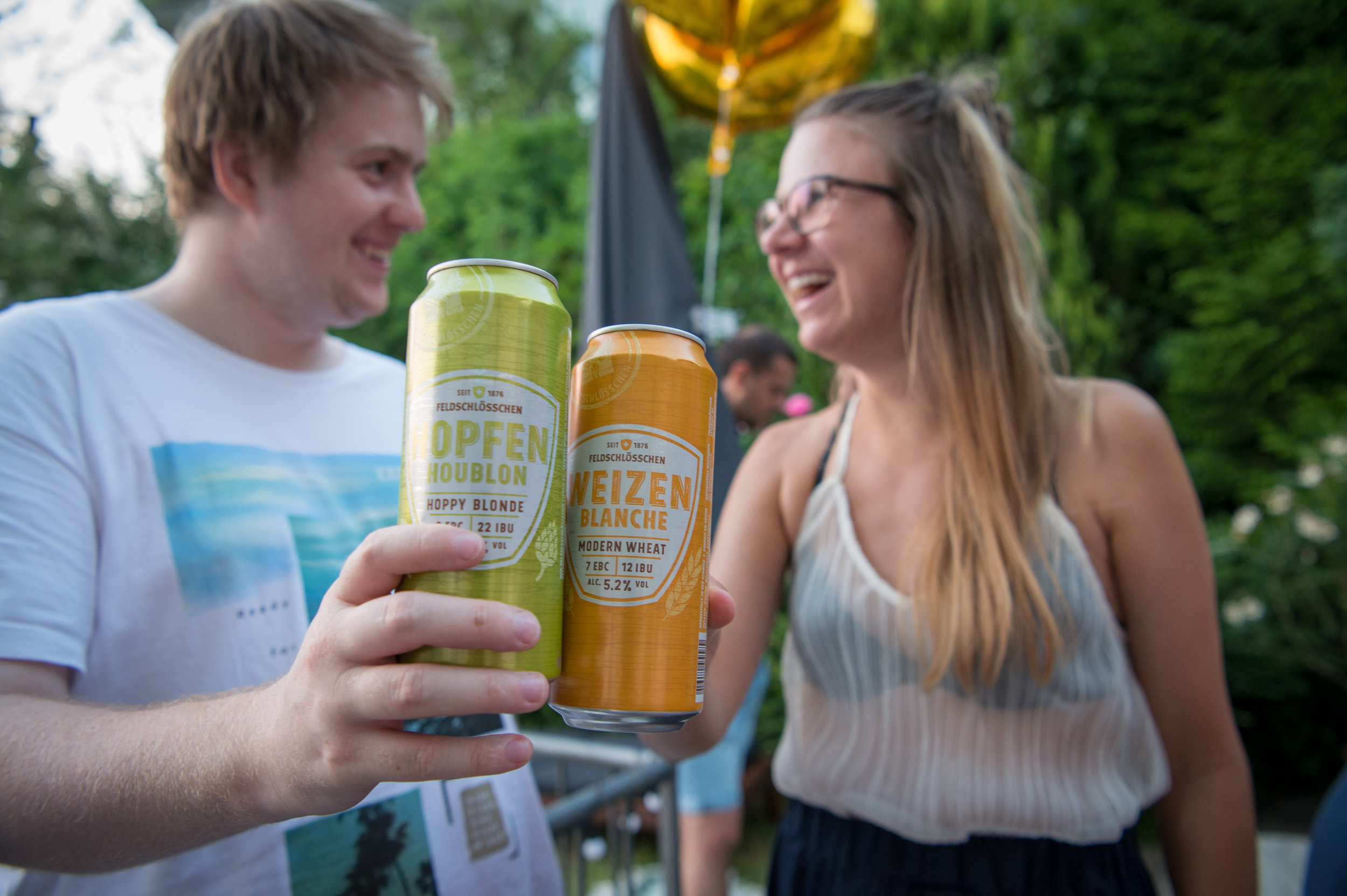 Das neue Bier von Feldschlösschen schmeckt erstaunlich gut. Hier sehen wir die Sorte Hopfen und Weizen (schmeckt auch im Glas mit einem Schnitz Orange super, siehe weiter unten).
