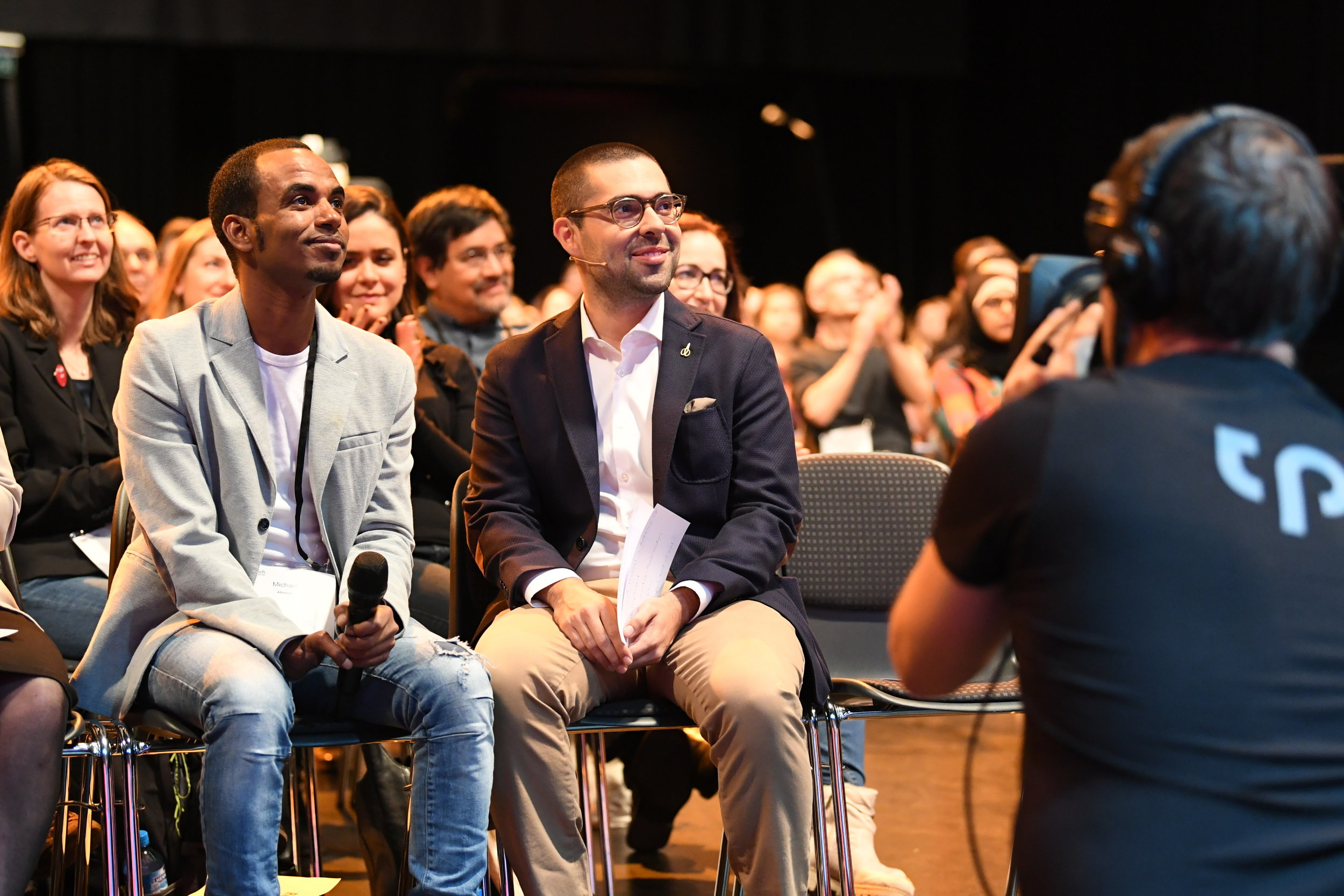 Michael (left) came to Switzerland as a refugee from Eritrea. He is one of the participants of Powercoders and is now working at Die Mobiliar-insurance. Sandro Meyer (right) asked him a few questions after Christian Hirsigs talk.