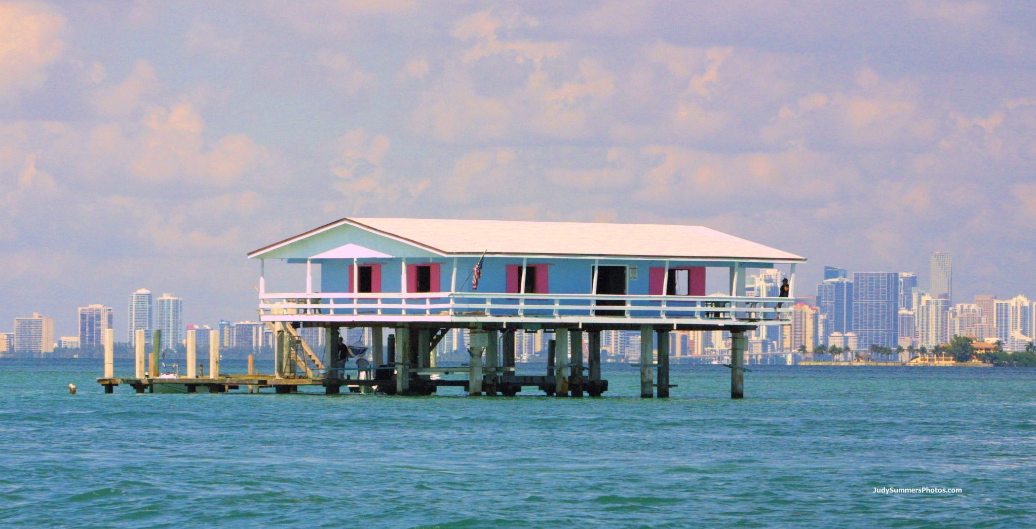 picture-176-blue-house-downtown-miami.jpg