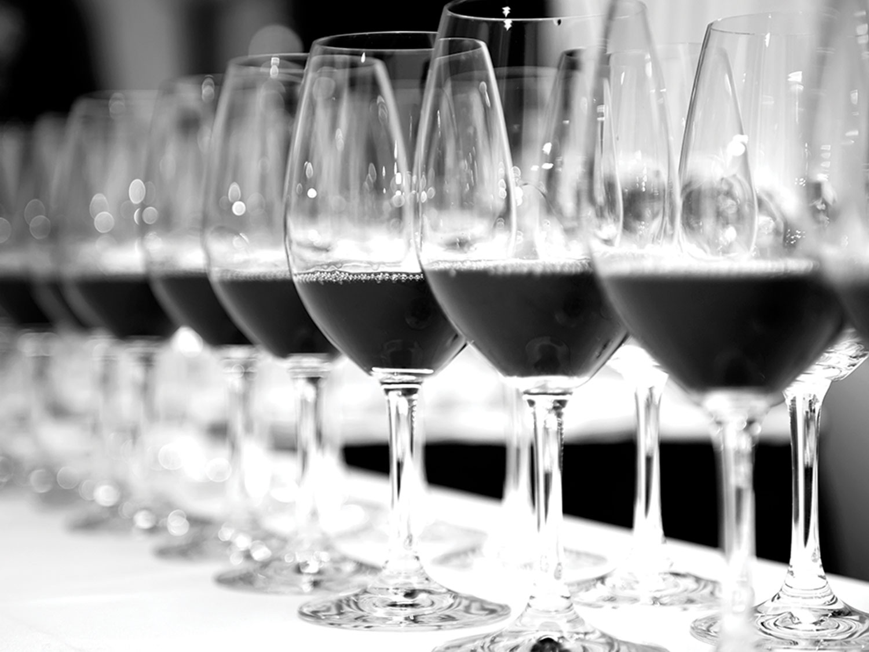 Emily_McNally_Graphic_Design_Modern_Italian_Restaurant_Wine_Branding_Marketing.jpg