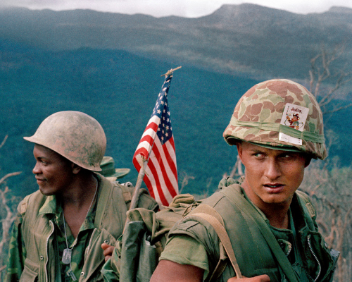 U.S. Marines move through a landing zone, December 1969 (©AP Photo)