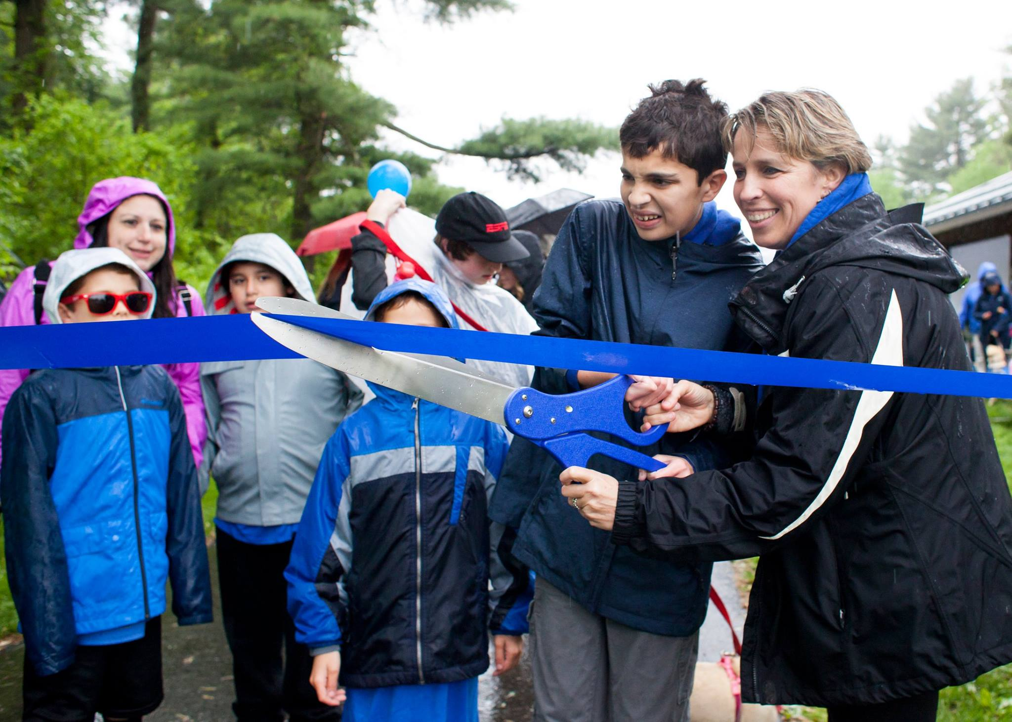 BluePath Board chair Tricia Zarro and son Danny cut the ribbon to kick off our second annual walkathon.   Photo: Samantha Okazaki