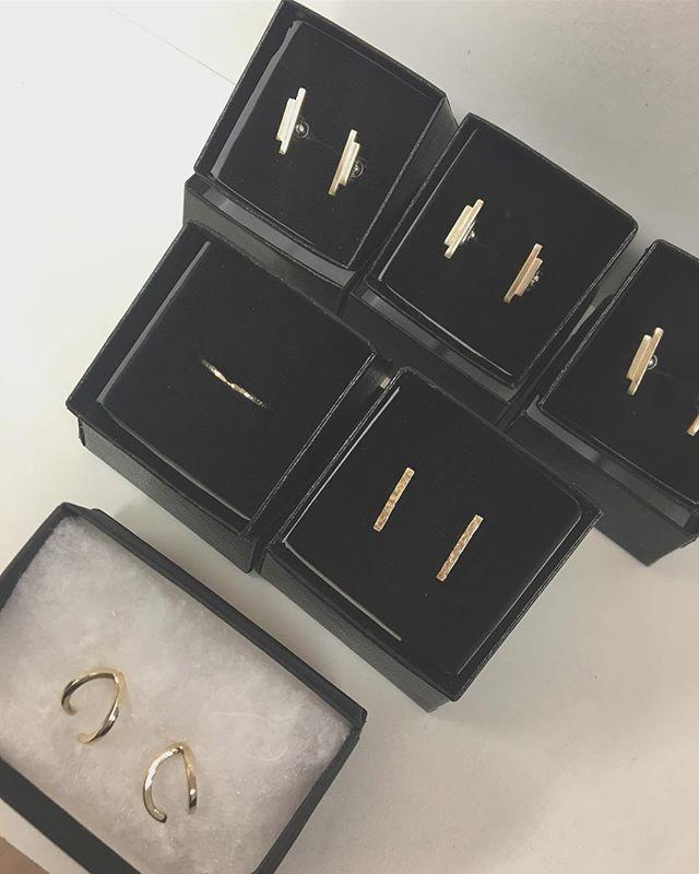 Wedding band & earrings for the bride, cufflinks for three brothers and mini double hoops for mother of the bride..all made by recycling dads gold...love how these turned out 💓💓