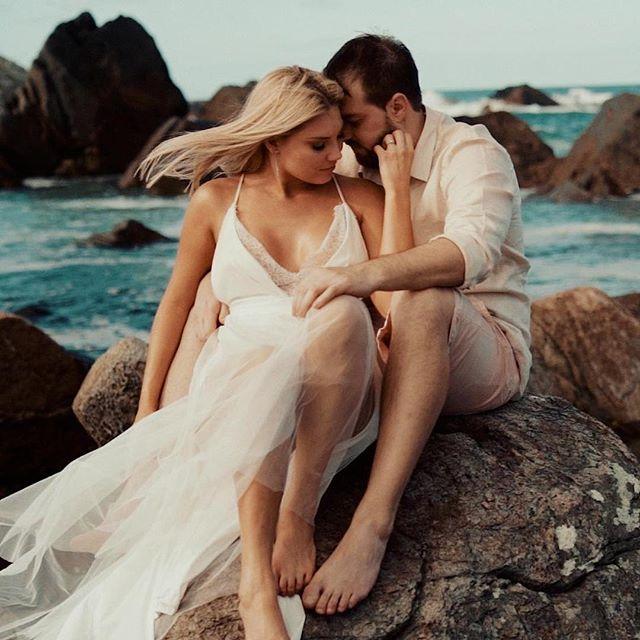 Tarde incrível aqui em Florianópolis!! Pré-wedding dos queridos Ana e Beto ❤️🎥 Veeeem mais um filme lindo por aí 🙌😍 #prewedding #casamento #noiva #wedding #bride #love #floripa #florianopolis #casamentonapraia #filme #showmotion