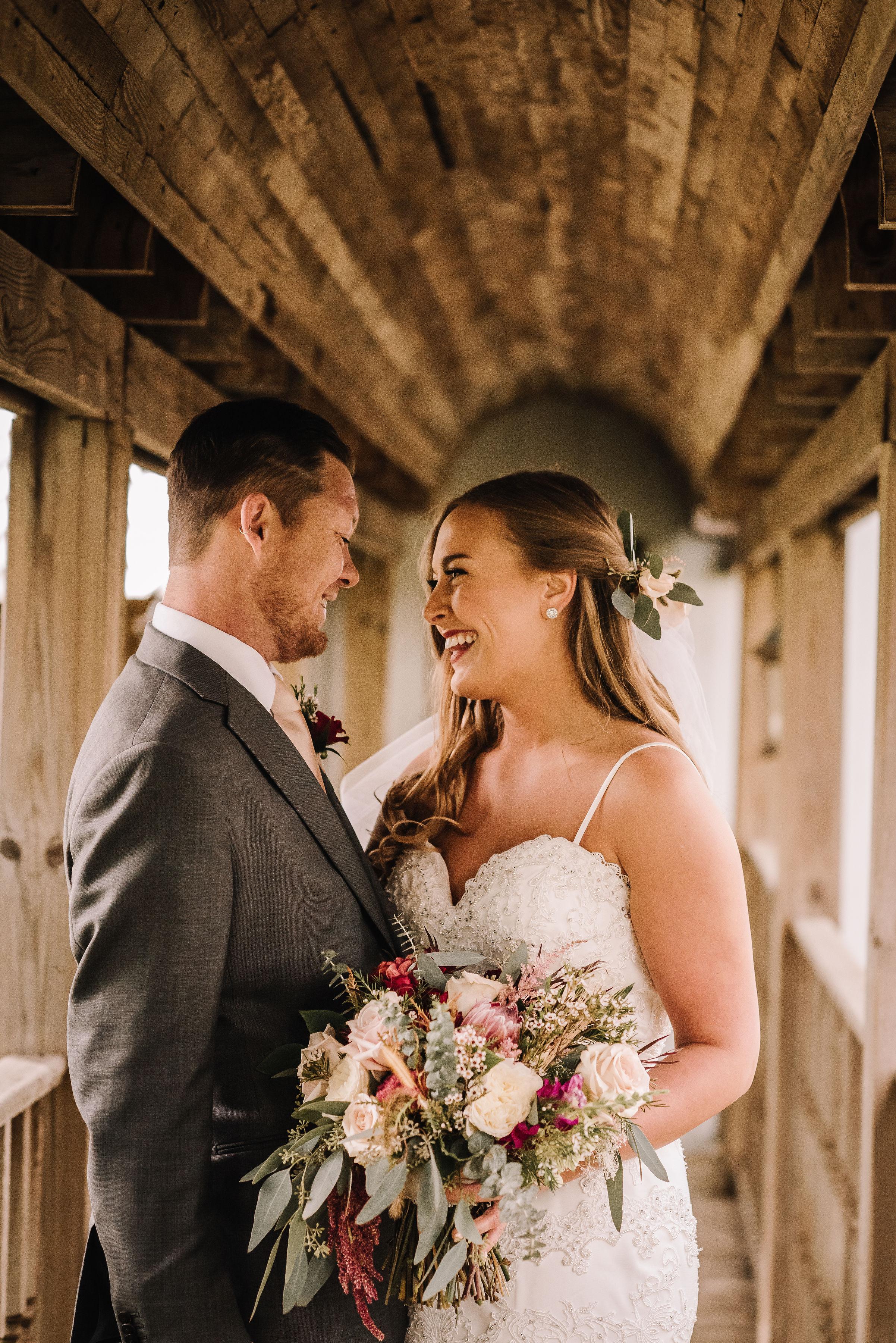 fall_wedding_couple