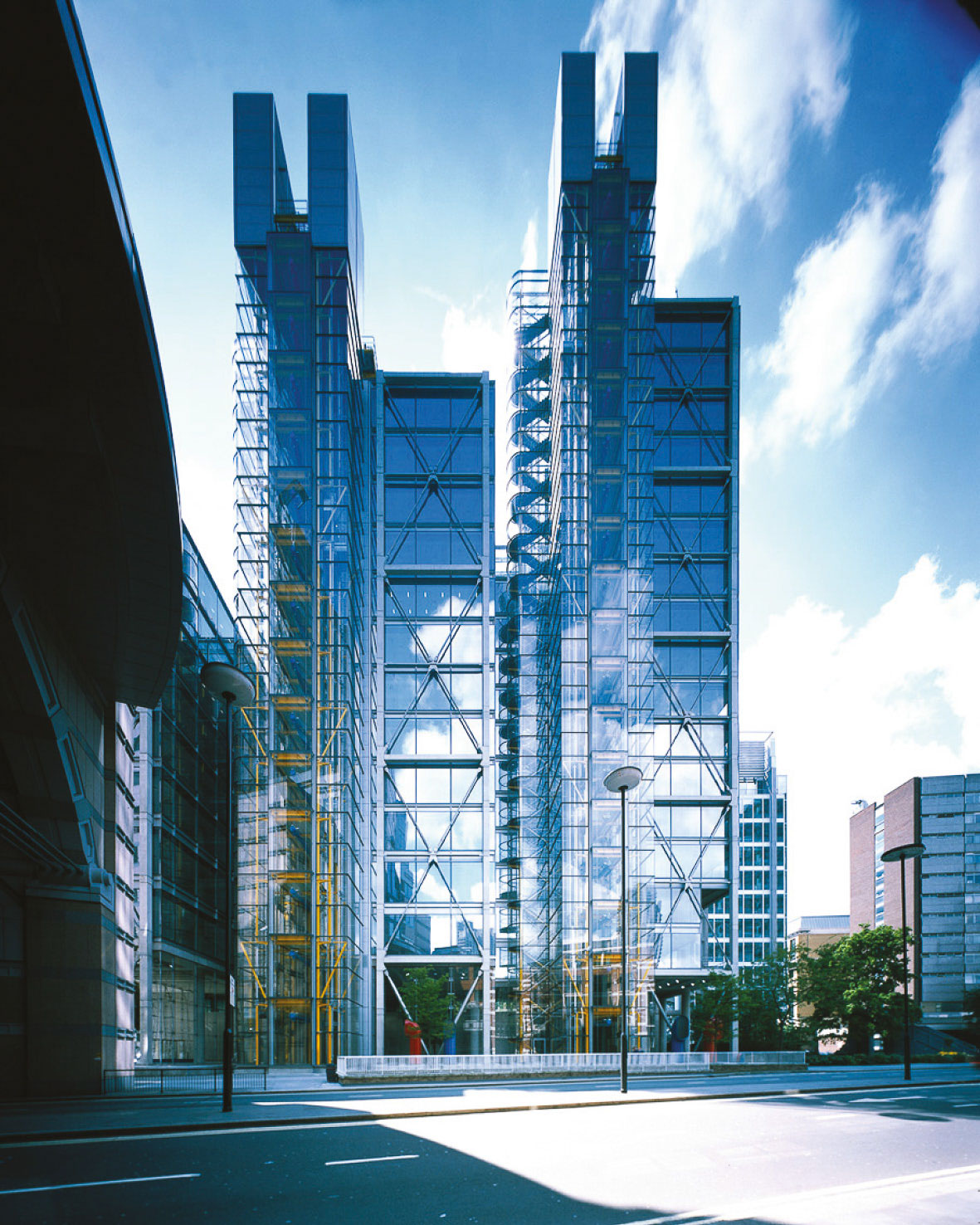 Stuart Forbes worked on 88 Wood Street whilst at Richard Rogers Partnership. Commissioned for Daiwa Europe Properties the project sits over a crucial telephone exchange for the City of London.