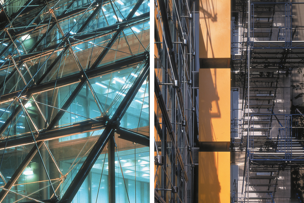 This building used 3D modelling to design and work out the complex structure used to hold up the glass roof.