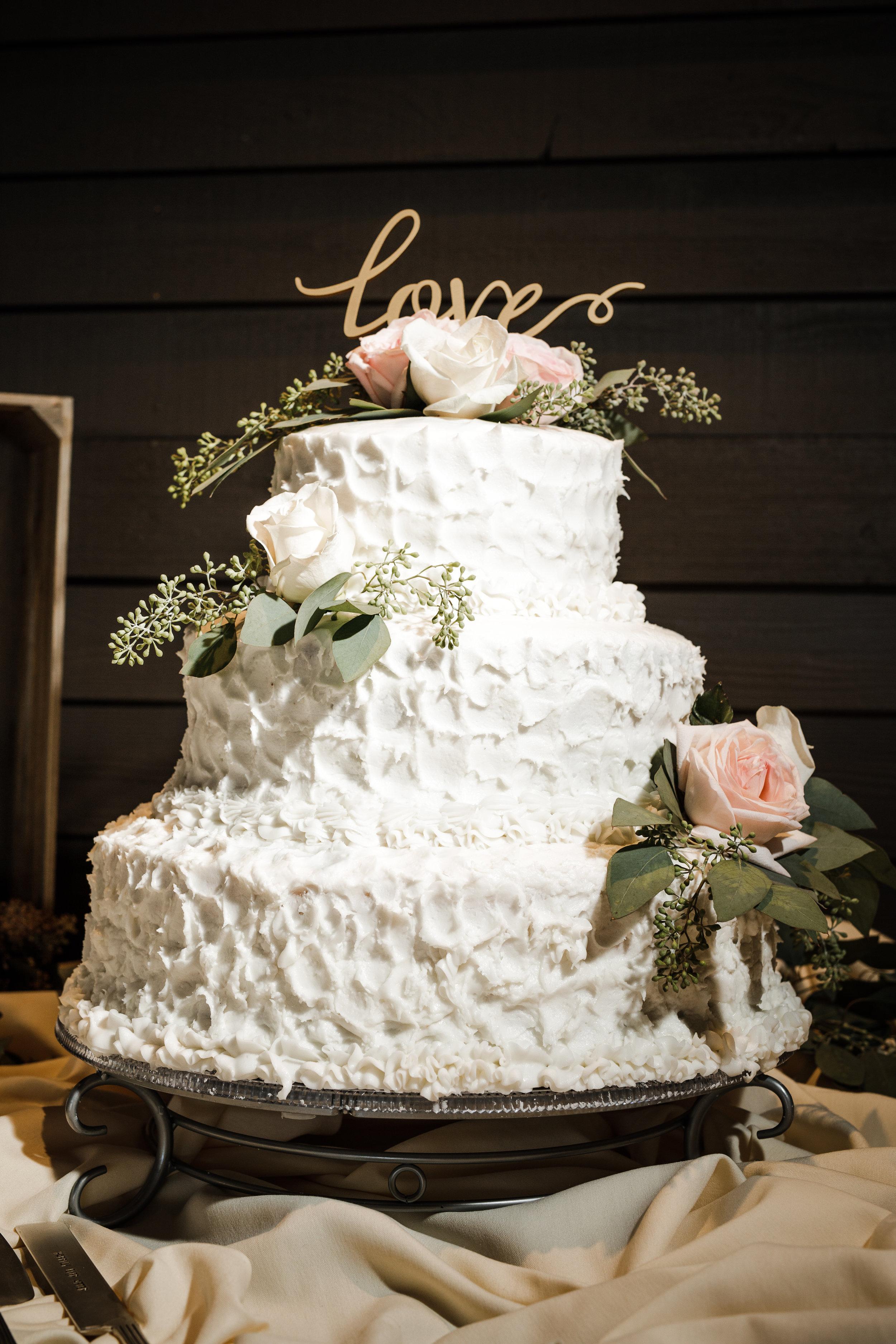 forest-highlands-wedding-cake.jpg